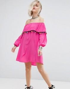 Платье с открытыми плечами и отделкой помпонами Glamorous - Розовый