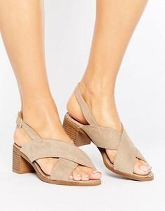 Босоножки на блочном каблуке с перекрестными ремешками New Look - Бежевый