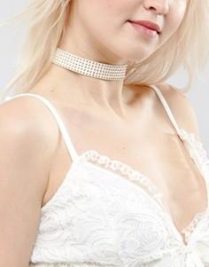Ожерелье-чокер с золотистыми заклепками ASOS - Кремовый