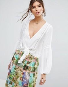 Блузка с глубоким вырезом, завязкой и кружевными вставками ASOS - Белый