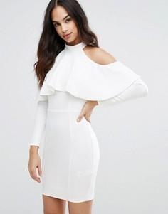 Облегающее платье с вырезами на плечах и рюшами Lipsy - Кремовый