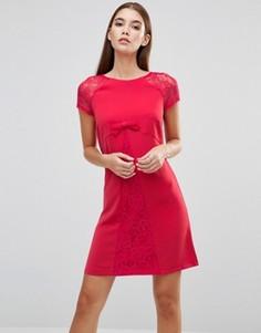 Платье с кружевными рукавами и бантиком спереди Paper Dolls - Красный