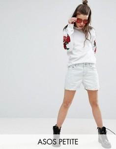 Светлые джинсовые шорты бойфренда с потертостями ASOS PETITE - Синий