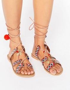 Кожаные сандалии со шнуровкой и помпонами Glamorous - Мульти