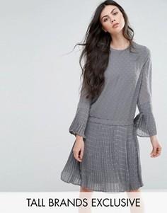 Короткое приталенное платье в фактурный горошек Y.A.S Tall Nava - Серый