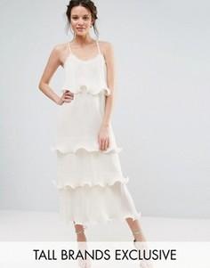 Ярусное платье на бретельках с оборками True Decadence Tall - Кремовый