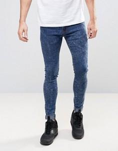 Синие супероблегающие джинсы с эффектом кислотной стирки Liquor & Poker - Синий