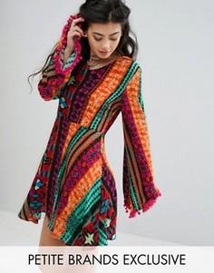 Короткое приталенное платье с ацтекским принтом и помпонами Glamorous Petite - Мульти