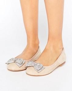 Декорированные туфли на плоской подошве Faith Ackley - Бежевый