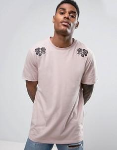 Удлиненная футболка с вышитыми цветами и отворотами ASOS - Розовый