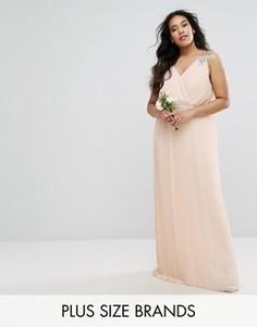 Плиссированное платье макси с отделкой на плечах TFNC Plus Wedding - Розовый