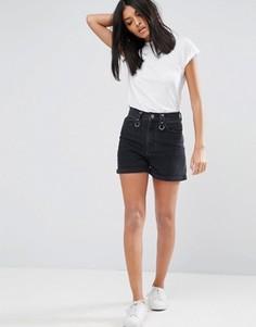 Черные выбеленные джинсовые шорты с декоративным кольцом и необработанным поясом ASOS Mom - Черный