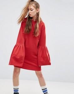Платье с капюшоном и расклешенными рукавами ASOS - Красный