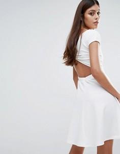 Короткое приталенное платье с бантом сзади Club L - Белый