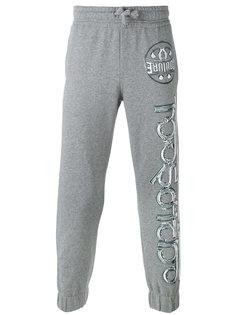 спортивные штаны с принтами Moschino