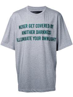 футболка с вышивкой фразы Juun.J
