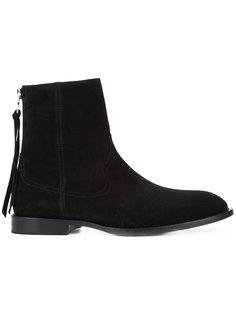 Shane boots Amiri