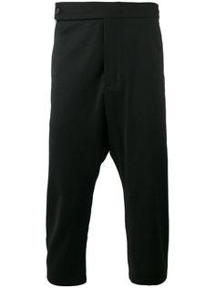 укороченные брюки с заниженной проймой Odeur