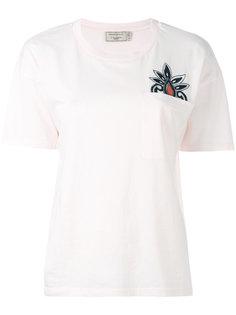 футболка с вышивкой на кармане Maison Kitsuné