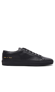 Achilles perforated in black - Common Projects