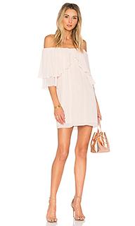 Платье с открытыми плечами отделка рюшами perfect day - Suboo
