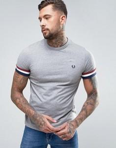 Серая футболка с манжетами в полоску Fred Perry - Серый