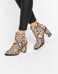 Полусапожки с имитацией змеиной кожи на блочном каблуке New Look - Stone