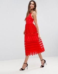 Платье миди для выпускного с вышивкой ришелье и глубоким вырезом на спине ASOS PREMIUM - Красный