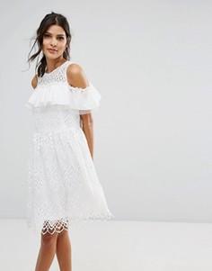 Кружевное платье с открытыми плечами Amy Lynn - Белый