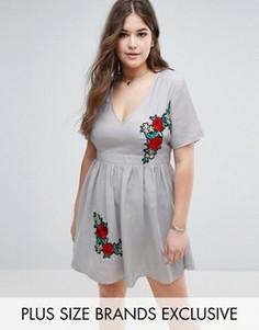 Короткое приталенное платье с вышивкой Boohoo Plus - Серый