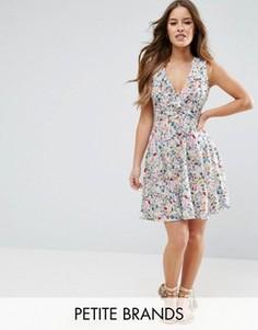 Платье с цветочным принтом и оборками Yumi Petite - Темно-синий