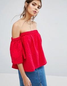 Топ с расклешенными рукавами и вышивкой ришелье ASOS - Красный