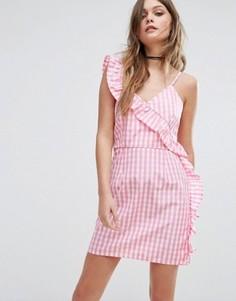 Клетчатое платье мини с оборкой Boohoo - Розовый