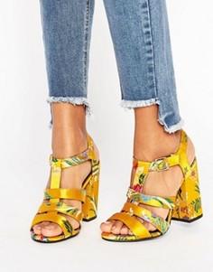 Парчовые босоножки на каблуке New Look - Желтый