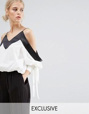 Укороченная блузка с открытыми плечами и отделкой на рукавах ZACRO - Белый