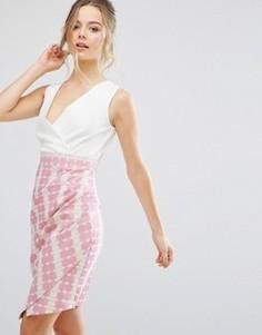 Платье в полоску с асимметричной юбкой Closet London - Розовый