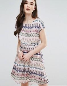 Короткое приталенное платье с принтом Pussycat London - Мульти