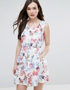 Короткое приталенное платье с цветочным принтом Pussycat London - Белый