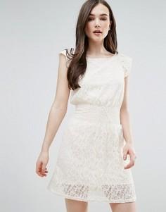 Кружевное короткое приталенное платье Pussycat London - Белый