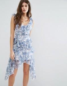 Платье с цветочным принтом и оборками Boohoo - Мульти