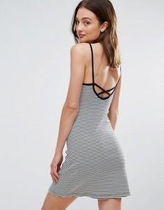 Полосатое платье на лямках с перекрестной спиной Bravesoul - Черный
