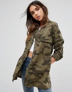 Легкая камуфляжная куртка Pieces - Зеленый