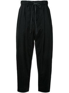укороченные брюки на шнурке с заниженным шаговым швом  Kazuyuki Kumagai