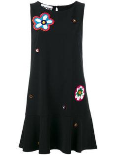 платье с заниженной талией и нашивками Moschino