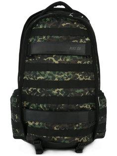 рюкзак с камуфляжными панелями Nike