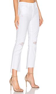 Укороченные джинсы с асимметричным потрепанным низом the insider - MOTHER