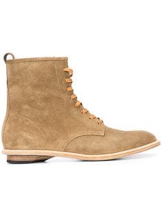 Rebel boots Valas