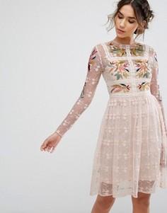 Короткое приталенное платье с цветочной вышивкой Frock & Frill - Розовый