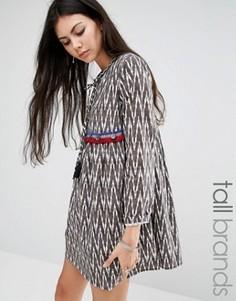 Свободное платье с шевронным принтом и монетками Glamorous Tall - Мульти