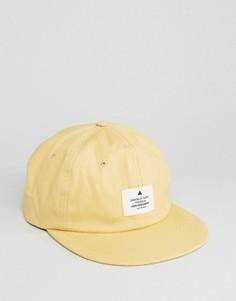 Желтая бейсболка в винтажном стиле с нашивкой ASOS - Желтый